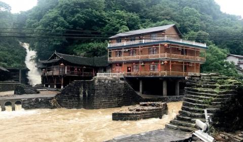 """70 개가 넘는 """"문화 유적지 다리""""홍수로 고대 교량 파괴"""
