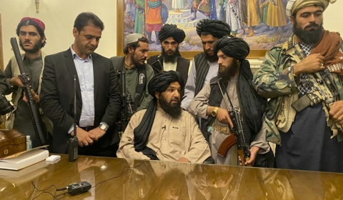 아프가니스탄 , 이슬람 무장 조직 탈레반에 정권 이양